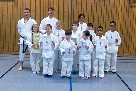 karateprüfungen in strausberg der unterstufe gruppenbild am ende
